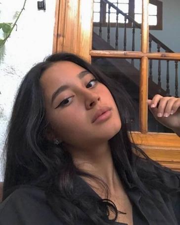 Its Sarah, 19, France