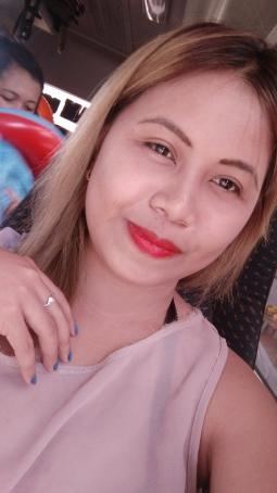 April Betinol, 28, Philippines