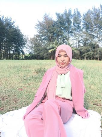 Gya, 19, Indonesia